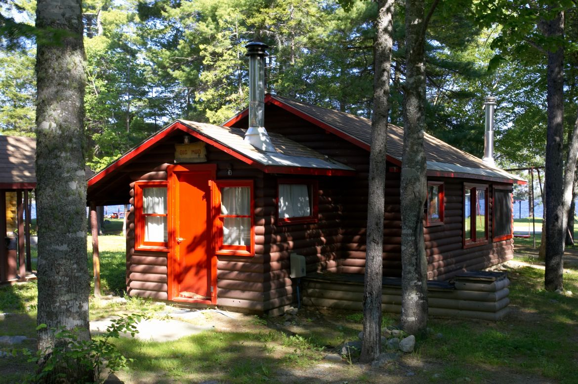 Hotel lodging accommodation cabins in maine baxter for Cabins small